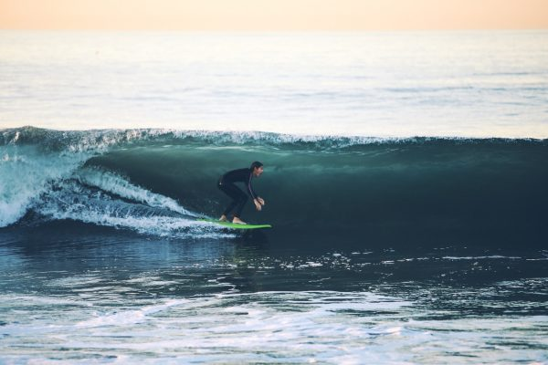 Billabong continues to sink, management looks to Quiksilver
